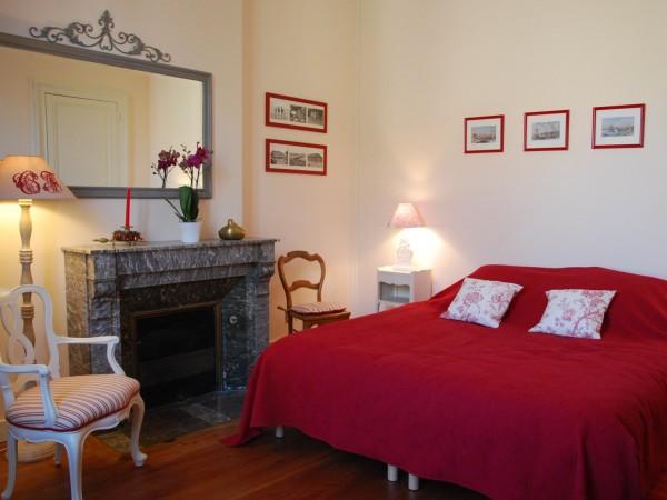 visiter bordeaux pied via les chambres de camille sur. Black Bedroom Furniture Sets. Home Design Ideas
