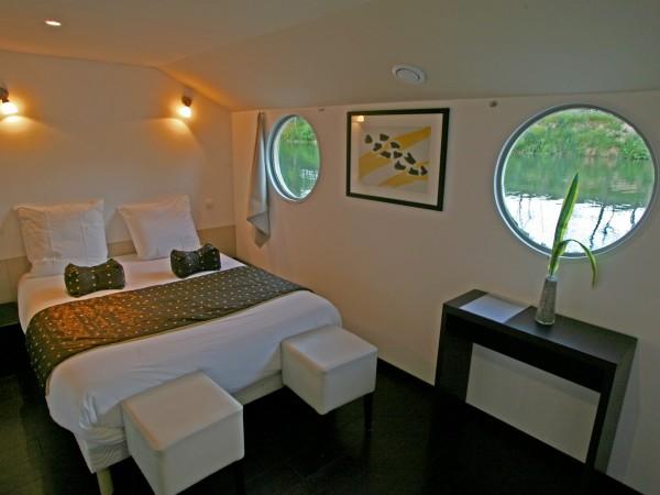 H tel le boatel h tel arles for Arles appart hotel