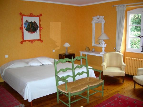 chambre d 39 h tes mas d 39 escattes chambre d 39 h tes n mes. Black Bedroom Furniture Sets. Home Design Ideas