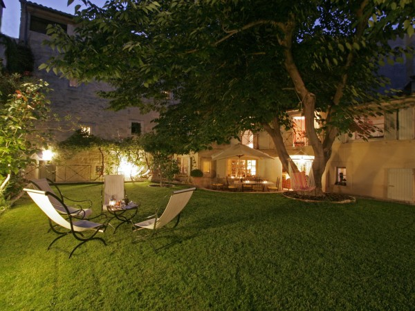 chambre d 39 h tes la maison de la bourgade chambre d 39 h tes uz s. Black Bedroom Furniture Sets. Home Design Ideas