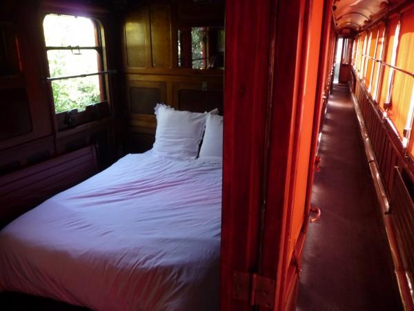 h tel la gare des ann es folles h tel sailly sur la lys. Black Bedroom Furniture Sets. Home Design Ideas