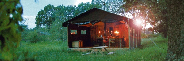 un lit au pr cotourisme chic la ferme sur. Black Bedroom Furniture Sets. Home Design Ideas